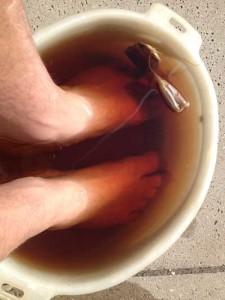 bathing in black tea as a smelly feet cure